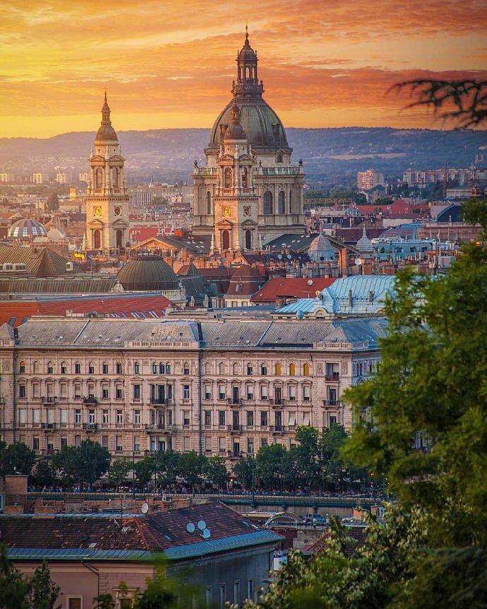 匈牙利的夕阳时分