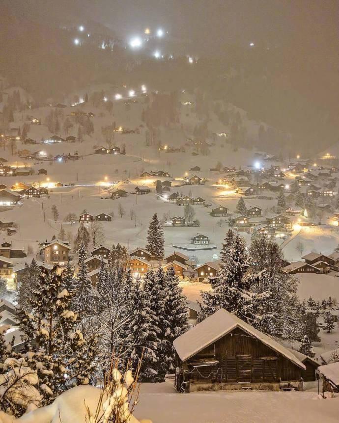 瑞士雪夜,仿佛童话世界一般,美呆了